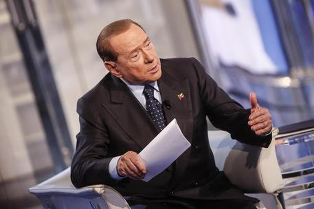 ++ Referendum: Berlusconi, Renzi resterà al governo ++