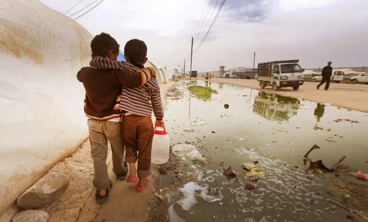 Siria-5220-bimbi-abbracciati-750x454