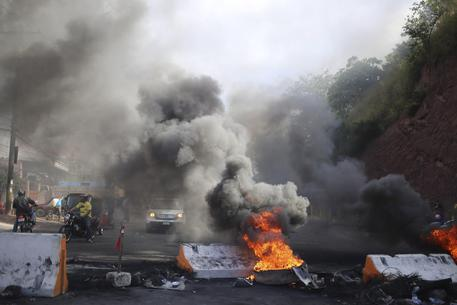 Tensions in Honduras before the new president-elect is announced