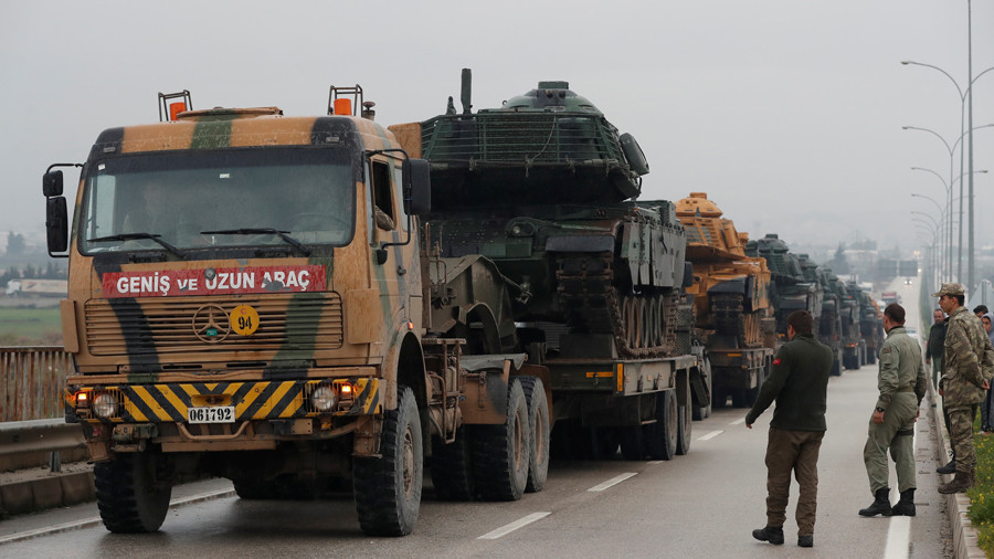 A Turkish military convoy arrives at an army base in the border town of Reyhanli near the Turkish-Syrian border in Hatay province, Turkey January 17, 2018 © Osman Orsal_Reuters