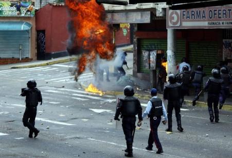 1492690656-venezuela-scontri-1-1579x1080