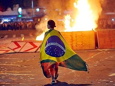 brasile_scontri_bandiera_xin--400x300