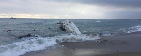 il naufragio dei miganti sulla barca a vela, a melissa_il manifesto