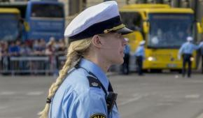 00052E86-una-poliziotta-svedese