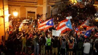 Le persone reagiscono dopo che il governatore ha annunciato le sue dimissioni _Marco Bello_Reuters