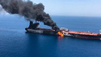Sotto il piano una coalizione di nazioni monitorerebbe le spedizioni nello stretto di Hormuz e Bab al-Mandab _ISNA _AP Photo