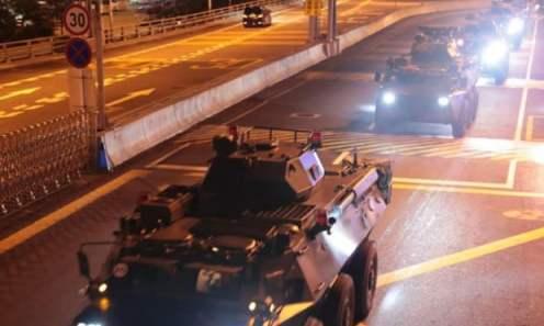 Giovedì sono stati visti veicoli militari cinesi attraversare il confine verso Hong Kong_ Fotografia_Xinhua