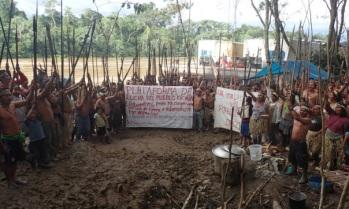 peru-kichwa-river-blockade-1