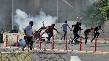 Almeno due manifestanti sono morti a Baghdad venerdì con quasi 100 feriti_AP