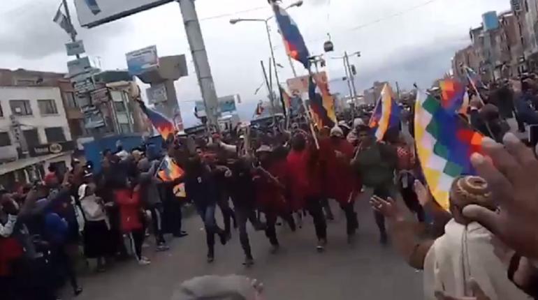 dsadadasdas-La folla che scende da El Alto a La Paz_ screenshot