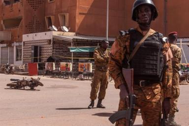 Controlli dell'esercito in Burkina Faso, in un'immagine d'archivio _Ansa