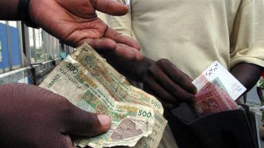 La crescita eccessiva e il crollo dei prezzi delle materie prime negli anni 90 hanno portato a una crisi del debito in Africa_Thierry Gouegnon _Reuters