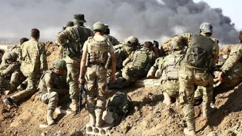 Truppe turche e forze di opposizione siriane appoggiate dalla Turchia si radunano fuori dalla città di confine di Ras al-Ain_AFP