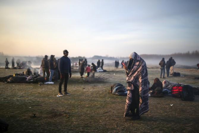 06est2f01-evros-migranti-sul-confine-ap