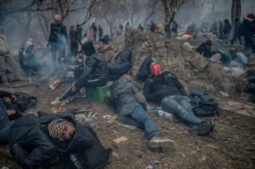 TOPSHOT-TURKEY-SYRIA-GREECE-MIGRANTS