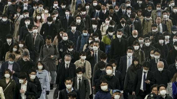 Commuters wear masks on their way to work in Tokyo, Japan_Kimimasa Mayama_EPA