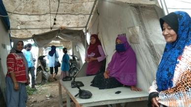 residenti di Palu continuano a vivere in tende più di 18 mesi dopo il triplo disastro di settembre 2018_ Le ONG hanno consegnato alcune forniture di base questo mese _Supplied _Al Jazeera