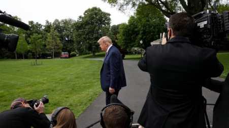 Il presidente degli Stati Uniti Donald Trump ha visto diminuire i suoi voti di approvazione mentre l'epidemia di coronavirus peggiora_Yuri Gripas _ABACA_Pool via EPA