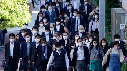 Il primo ministro giapponese Shinzo Abe ha esteso lo stato di emergenza del paese fino alla fine di maggio_Eugene Hoshiko_AP