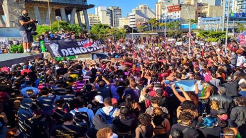 dimissioni delle autorità_ la corruzione e gli scontri di potere tra Bolsonaro e le autorità del paese_Foto_LemusteleSUR
