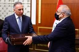 ex primo ministro iracheno Adel Abdul Mahdi passa il nuovo primo ministro Mustafa al-Kadhimi a Baghdad_Reuters