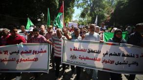 La gente di Gaza si riunisce per protestare contro gli insediamenti illegali e il piano israeliano di annettere parti della Cisgiordania occupata_Mustafa Hassona_Anadolu