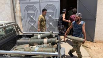 Un combattente fedele alla libia internazionalmente riconosciuta dalla carie del governo ha confiscato le armi dopo aver ripreso il controllo su Tarhuna_Ayman al-Sahili _Reuters