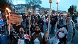 I colombiani hanno portato avanti la marcia della torcia respingendo gli abusi commessi dallo Stato_Foto_EFE