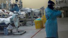 Un'infermiera si prepara ad assistere i pazienti di Covid-19 in un ospedale di Santiago_ in Cile_Foto_ EFE