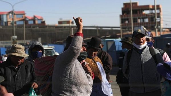 Diversi manifestanti schierati nelle città di El Alto_Cochabamba e La Paz_hanno denunciato sui media locali i colpi e le gasazioni che ricevono dalle autorità_Foto_AP